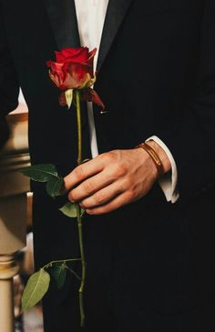 Roses For Her, New Instagram Logo, Luxury Couple, Cute Love Images, Romance, Boy Photography Poses, Boy Poses, Little Flowers, Romantic Love