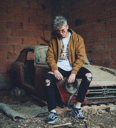 """98.4 mil Me gusta, 1,779 comentarios - Logan (@rafapachecog) en Instagram: """"Mama, vivo en un sueño nunca dejes que me despierte  Hoy a las 21:01 NUEVO VÍDEO DEL CASTILLO """" Logan, Top Youtubers, Vans Outfit Men, Freestyle Rap, Photography Poses For Men, Urban Street Style, Foto Pose, Squad, Mens Fashion"""