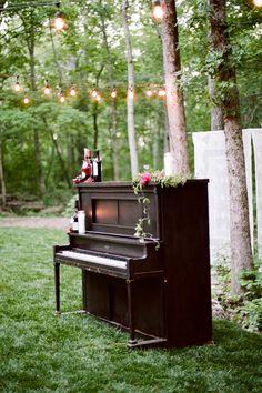 61 ideas for wedding ceremony music piano walks Piano Wedding, Wedding Ceremony Music, Wedding Reception Seating, Table Wedding, Outdoor Wedding Decorations, Outdoor Wedding Venues, Wedding Tips, Wedding Blog, Dream Wedding