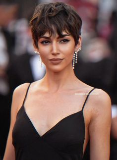"""Ursula Corbero – """"Everybody Knows"""" Premiere and Cannes Film Festival 2018 Opening Ceremony Pixie Hairstyles, Pretty Hairstyles, Pixie Haircuts, Short Hair Cuts For Women, Dream Hair, Pixies, Hair Dos, Hair Trends, Hair Inspiration"""