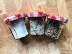homemade mini salts for picnics Hairless Dog, Diy Handbag, Salts, Picnics, Wine Recipes, Homemade, Mini, Food, Home Made