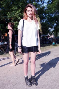 News Photo: Sky Ferreira attends the 2011 Pitchfork Music Festival… Outfit Jeans, Rachel Green, Gianni Versace, Outfits Casual, Cute Outfits, Soft Grunge, Grunge Hair, Vogue, Sky Ferreira Style