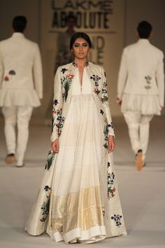 Rohit Bal at Lakmé Fashion Week summer/resort 2016 Lakme Fashion Week, India Fashion, Asian Fashion, Ethnic Fashion, Fashion Weeks, London Fashion, Women's Fashion, Pakistani Dresses, Indian Dresses