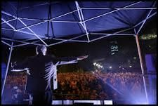 """Top pic of Jeremy """"JC"""" Corbyn at last night's Manchester cathedral rally. (Charlie Bibby, © FT, h/t @PickardJE)"""