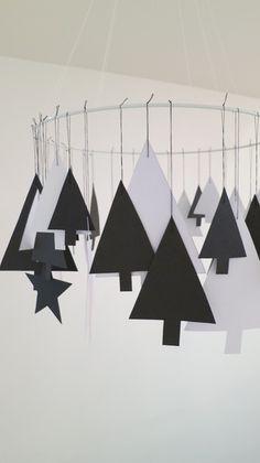 Weihnachtsdeko - Kranz, Mobile aus Papier mit Weihnachtsbäumchen - ein Designerstück von Ahoj-2012 bei DaWanda