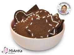 3 Stern-Lebkuchen und 3 Herz-Lebkuchen mit verschiedenen Verziehrungen für die Kinderküche oder den Kaufmannsladen.