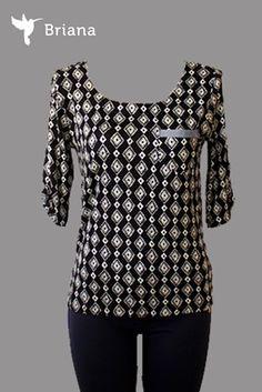#blusa #negra con #bolsillo al #frente y #aplicaciones en #mezclilla