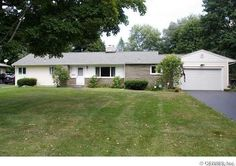 42 Woodline Dr, Penfield, NY 14526