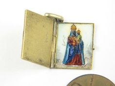 Inside: ANTIQUE ITALIAN SILVER GILT ENAMEL BOOK SHAPED CHARM RICORDO MEMORY c1930's, 17 x 13 mm when closed | eBay, sold for US $85,00 Ca. EUR 62,36
