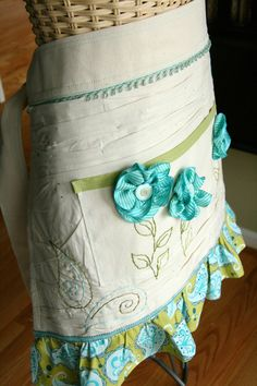 Love my vintage aprons from estate sales Fabric Crafts, Sewing Crafts, Sewing Projects, Aprons Vintage, Retro Apron, Childrens Aprons, Cool Aprons, Sewing Patterns, Apron Patterns