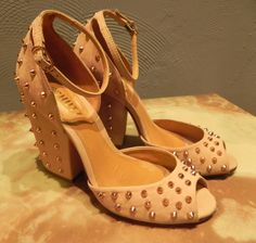 c24735cda #sapatos #sandálias #schutz #angelinabrechó #brechó #boascompras  #boacompanhia