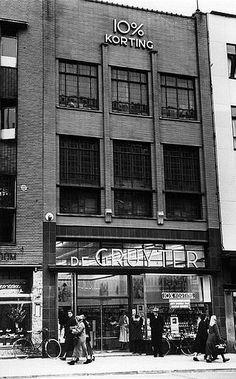 Lange Viestraat 1956 | 'En betere waar én tien procent, alleen de Gruyter' en ook het 'Snoepje van de Week'