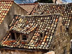 'An Old Roof In Dubrovnik' by saxonfenken ~ Croatia House Front Porch, Porch Roof, Front Porches, Roof Architecture, Architecture Details, Roof Decoration, Casa Top, Modern Roofing, Clay Tiles