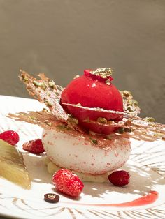 Relais & Chateaux - L'Oustau de Baumanière is renowned for its gourmet dining and its elegant and welcoming hotel – the epitome of unaffected Mediterranean art of living. Oustau de Baumanière - FRANCE #plating #presentation
