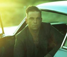 Hmmm, don't mind if I do! Robbie Williams Take That, S Williams, Many Faces, Story Inspiration, Male Beauty, Sexy Men, Bae, Singer, Eye Candy