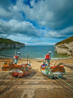Flamborough Head on de Yorkshire Coast of England_ UK Great Places, Places To See, British Seaside, East Yorkshire, Country Landscaping, Local Attractions, English Countryside, England Uk, Great View