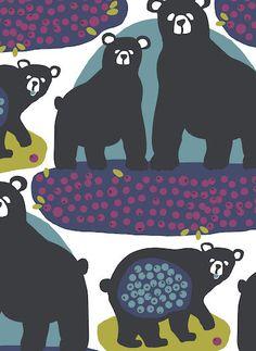Otso-puuvillakankaassa lempeä karhut seikkailevat syksyisessä marjametsässä. Tutustu ihastuttavaan kuosiin ja lähde mukaan retkelle sat