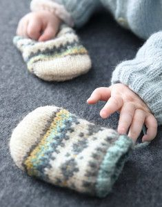 Modèle moufles Phil Soft + Layette Slippers, Couture, Knitting, Catalogue, Knitting Yarn, Nordic Style, Sneakers, Tricot, Slipper