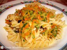 Pasta con carote e zucchine a la julienne