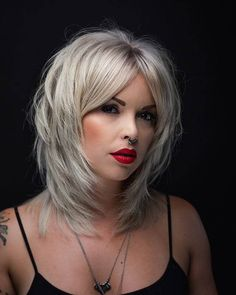 50 Ways To Wear a Chic Shag Haircut Ideas For a Trendy Look in 2019 mittellanges haar gestuft rot 50 Ways To Wear a Chic Shag Haircut Ideas For a Trendy Look Medium Shag Haircuts, Short Shag Hairstyles, Layered Haircuts, Medium Hair Styles, Curly Hair Styles, Modern Shag Haircut, Chic Haircut, Bobs Blondes, Pixie Bob Haircut