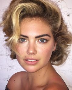 Kate Upton shares her beauty secrets with us, from her favorite nighttime makeup look to theproducts she can't live without. If it gets us one step closer to her fresh-faced elegance, we'll sign up forall of the above