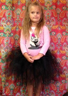 Simple tulle skirt finished in 15 minutes. Perfect for a costume or party. Kids craft DIY.
