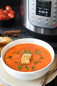 Warm-up your evenings with a bowl of freshly made Tamatar ka shorba - Spiced Indian Tomato soup. Step by step Tamatar ka shorba. How to make tomato chorba Indian Tomato Soup, Healthy Soup, Instant Pot, Soups, Curry, Spices, Cooking Recipes, Diet, Warm
