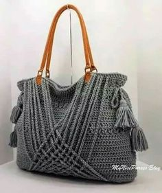 ON SALE Crochet grey boho handbag with tassels, woven decoration and genuine leather handles, shopper, beach bag, fashion handbag 2014 Bolso de ganchillo - Crochet bag Via Etsy Mais site links to Etsy but I would do this only modify the laces so they don Bag Crochet, Crochet Purse Patterns, Crochet Shell Stitch, Crochet Diy, Crochet Handbags, Crochet Purses, Crochet Hats, Crochet Woman, Bag Patterns