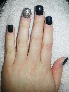 Acrylic tips *black shellac, square tips, gold glitter ring finger*