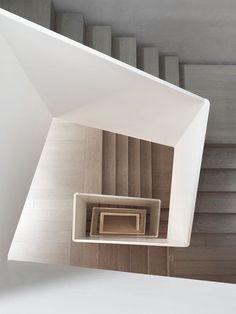 Follow your dreams to www.10Grove.com    #InstaDecor #HomeInspo #LuxuryBedding #ItalianLinensClimbing #interiors #architecture #design #interiordesign #homedecor #designlovers #designdetails #homesweethome #homeinspiration #designinspiration Staircase Railings, Spiral Staircase, Staircase Ideas, Iron Staircase, Stair Handrail, Staircases, Railing Design, Staircase Design, Staircase Architecture