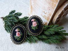 broszka haftowana, pierścionek z haftem, embroidered jewerly, haftowana biżuteria, biżuteria z haftem, ścieg torsadowy,