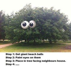 Beach balls in a tree... oh I love this for so much more than just a Halloween decoration! haha