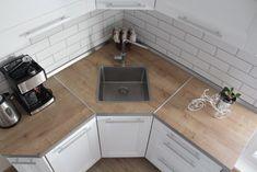 Kitchen Room Design, Kitchen Cabinet Design, Modern Kitchen Design, Kitchen Interior, Corner Kitchen Pantry, Corner Sink, Mini Kitchen, Kitchen Island Shapes, Small Kitchen Plans