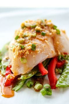 Gently steamed in parchment, halibut en papillote is an easy, healthy meal with a delicious sesame ginger sauce. | http://lisasdinnertimedish.com