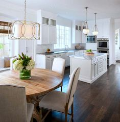 Classic White Kitchen - traditional - Kitchen - Cleveland - House of L Interior Design Kitchen Inspirations, New Kitchen, Home Kitchens, Traditional Kitchen, 1970s House, Kitchen Design, Kitchen Remodel, Kitchen Dining Room, Home Decor