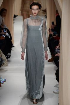 f28aaf39780c A look at the Valentino Spring 2015 Couture collection. Abiti Di ...