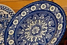 Roemeense traditionele aardewerk in het dorp Corund, Transsylvanië Stockfoto - 18840713 Ceramic Plates, Decorative Plates, Ceramics, Tableware, Google Search, Folk, Dishes, Pottery Plates, Ceramica