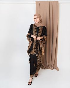 Muslim Fashion, Hijab Fashion, Fashion Dresses, Patiala Salwar, Women's Dresses, Dresses Elegant, Party Fashion, Look Fashion, Batik Muslim