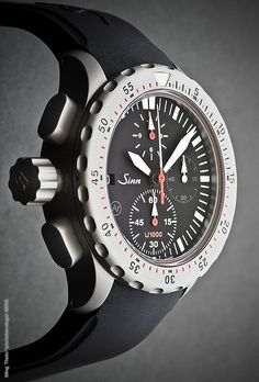 All images can be clicked on for larger versions An imposing 44mm across and nearly 20mm thick, the U1000 is built like a submarine – literally. Sinn uses submarine steel – a special alloy also used by the German Navy for its subs – for the case, bezel, crown and pushers. You know that slightly …