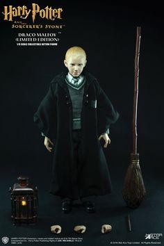 Harry Potter Draco Malfoy Uniform Version Sixth Scale Figure Harry Potter Dolls, Harry Potter Draco Malfoy, Harry Potter Drawings, Harry Potter Outfits, Harry Potter Hogwarts, Harry Potter Action Figures, Hogwarts Mystery, Batman Vs Superman, Disney