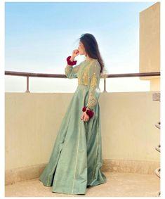 Pakistani Maxi Dresses, Beautiful Pakistani Dresses, Pakistani Fashion Party Wear, Pakistani Wedding Outfits, Indian Fashion Dresses, Pakistani Dress Design, Beautiful Dresses, Shadi Dresses, Fashion Blouses