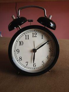 Ich hasse es, wenn der Wecker klingelt und man aus dem Schlaf gerissen wird. ... Aber Feierabend ist Feierabend!! :D