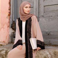 Abaya Fashion, Modest Fashion, Fashion Outfits, Womens Fashion, Hijab Dress, Hijab Outfit, Hijab Fashion Inspiration, Style Inspiration, Modest Wear