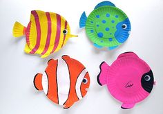 Ocean Week: Tropical Reef Fish are fun animal crafts for kids that are great as summer activities for kids or classroom crafts for decorating during a lecture on the ocean. Dive into crafts for kids with these amazing tropical fish made from paper plates. Paper Plate Fish, Paper Plate Crafts, Paper Plates, Fish Plate, Paper Fish, Plate Art, Paper Cups, Craft Activities, Preschool Crafts
