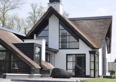 ———————————————————————— ———————————————————————— Appreciate and share beautiful design of house and futuristic architecture. Different House Styles, Modern Villa Design, Modern House Plans, Architecture Design, Futuristic Architecture, Home Design Plans, Home Fashion, Exterior Design, Modern Farmhouse