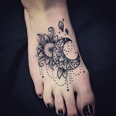 50+ Elegant Foot Tattoo Designs for Women