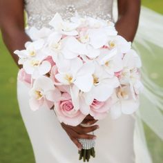 Bridal bouquet: the guide to choosing your ideal bridal bouquet! - Bridal bouquet with white orchids - White Orchid Bouquet, Orchid Bridal Bouquets, White Orchids, Bride Bouquets, Bridal Flowers, Blush Bouquet, Purple Bouquets, Lily Bouquet, Purple Orchids