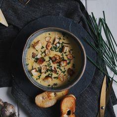 Nějak si neumíme během zimy představit nic lepšího než pořádnou porci horké a krásně krémové polévky.