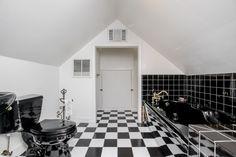 Historic John D. Berry House c.1866 - Bathroom