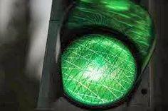 مكتبة المثقف : الضوء الأخضر  ماذا يعني لنا (الضوء الأخضر)؟أهو فقط موجود في إشارة المرور؟